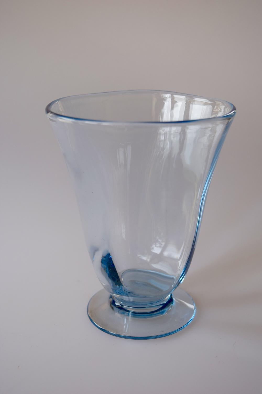 Sapphire vase Whitefrairs.