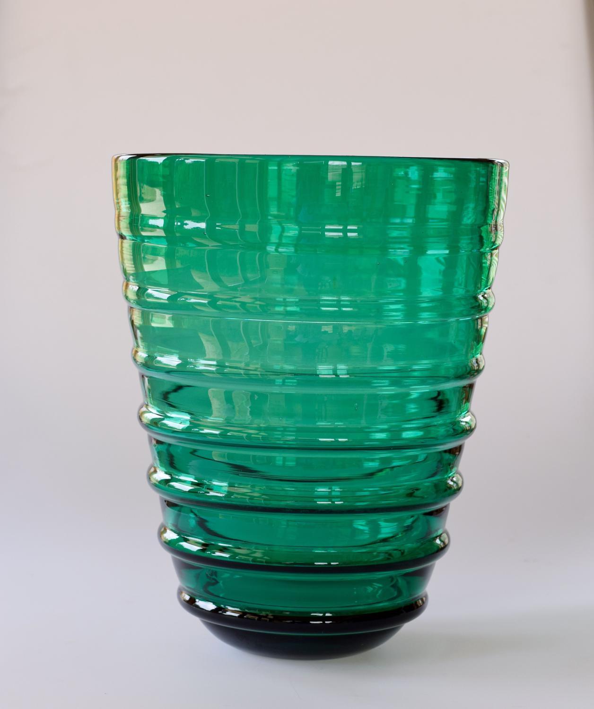 Emerald green external ribbed bucket vase