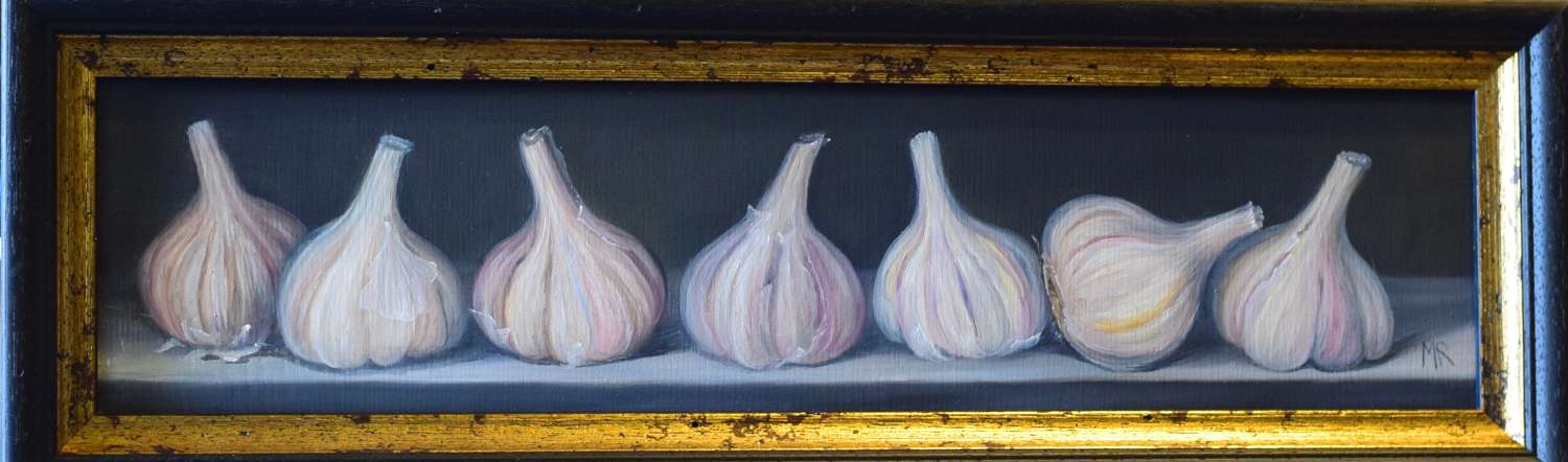 7 heads of garlic on a table