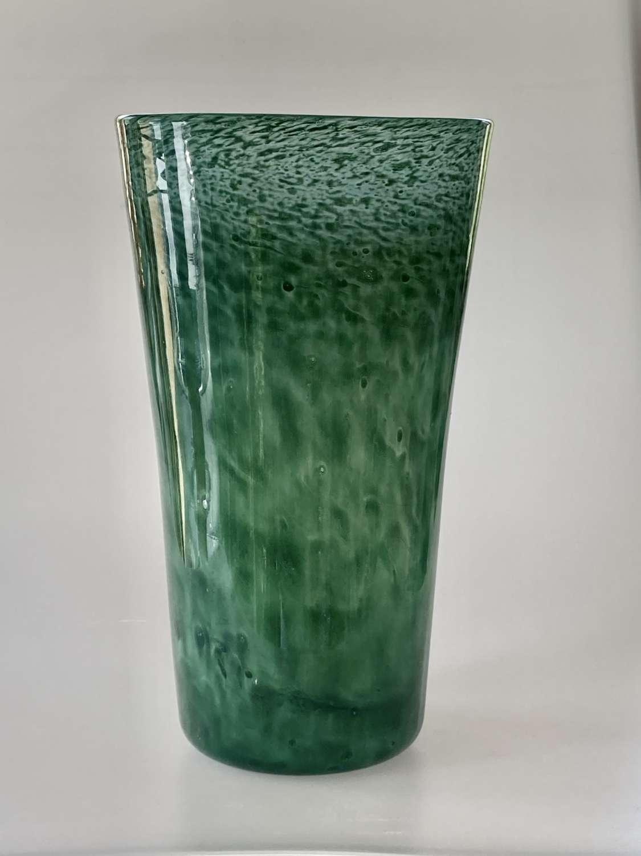 Green Nazeing bucket vase